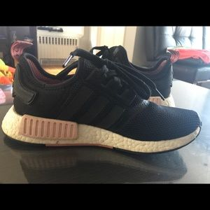 the best attitude 1a6c9 2fba3 adidas Shoes - Adidas NMD R1 Black Peach Pink S75234